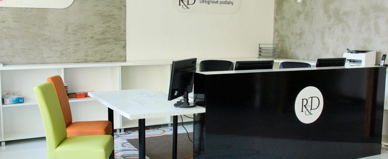 Interiér našeho showroomu litých podlah v Opavě