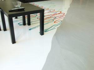 Ukázka individuálního designu lité podlahy v naší prodejně