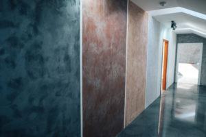 Vzorky betonové stěrky v našem showroomu v Ostravě